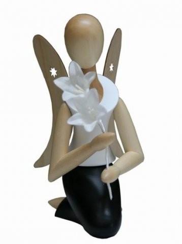 Angel Sternkopf kneeling with bellflower